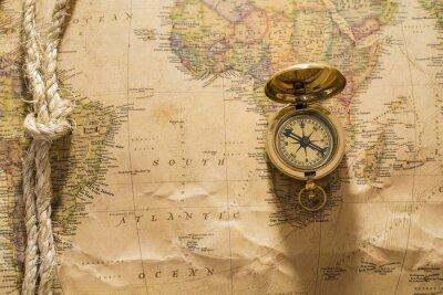 Fototapeta Starý kompas a lano na vintage mapě