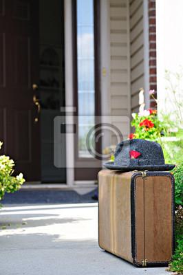 Starý kufr a klobouk fototapeta • fototapety výlet 70159ce290