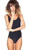 0535c5863b8 Stylová sexy dívka v černé plavky na bílém pozadí fototapeta ...