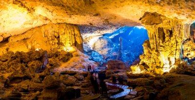 Fototapeta Sung Sot jeskyně v Halong Bay, Vietnam