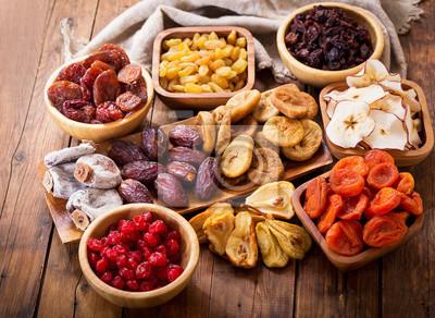 Fototapeta sušené ovoce na dřevěný stůl, pohled shora
