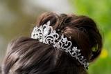 Svatební svatební luxusní diadém s krystaly fototapeta • fototapety ... de57582baf