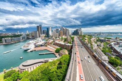 Fototapeta SYDNEY - 07.11.2015: Panoramatický výhled na město. Sydney láká