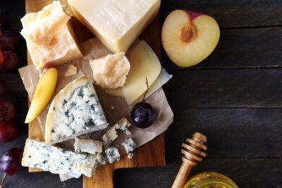 Fototapeta sýr s ovocem pro předkrm