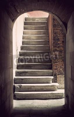 Fototapeta Tajemné starověké prázdný schodiště v sépie
