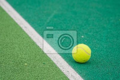 61d46ab438f Tenisový míč na kurtu fototapeta • fototapety vadnutí