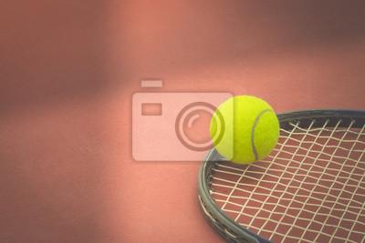 48bb229a806 Fototapeta Tenisový míček raketou na antukový tenisový kurt. vinobraní