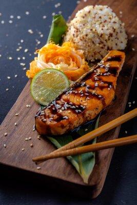 Fototapeta Teriyaki losos s rýží na prkénku