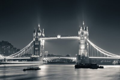 Fototapeta Tower Bridge v noci v černé a bílé