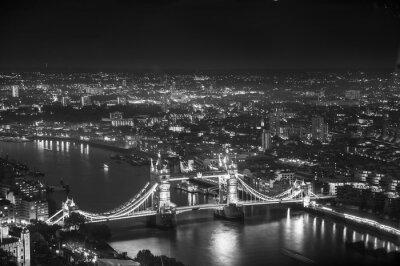Fototapeta Tower Bridge v noční osvětlení, Londýn