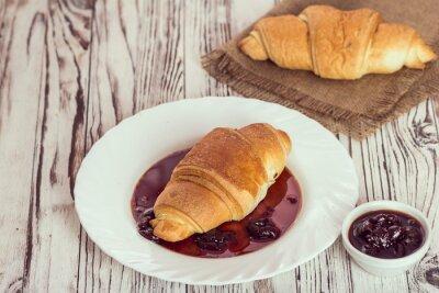 Fototapeta tradičních croissanty s marmeládou na snídani
