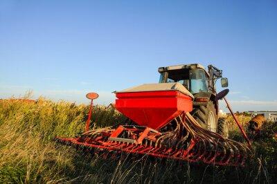 Fototapeta Traktor s secího stroje na poli