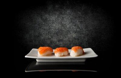 Fototapeta Tři sushi na černém