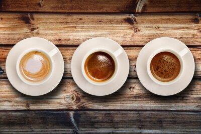 Fototapeta tris di caffè su fondo legno