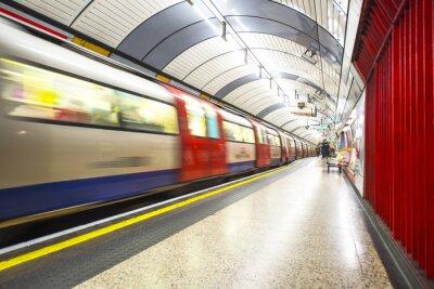 Fototapeta Trubka dorazí na stanici