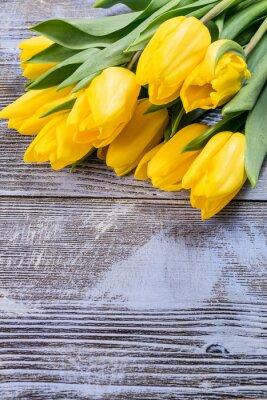 Fototapeta Tulipán květiny na dřevěné kulisy