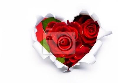 Umění kytici rudých růží a papírové srdce na Valentýna