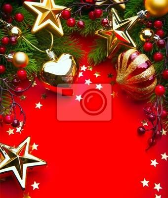 Umění vánoční rám s vánoční dekorace na červeném pozadí