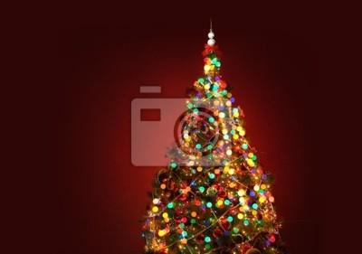 Umění vánoční strom na červeném pozadí