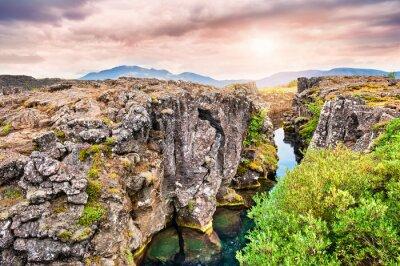 Fototapeta Útesy a hluboká trhlina v národním parku Thingvellir, jižní I