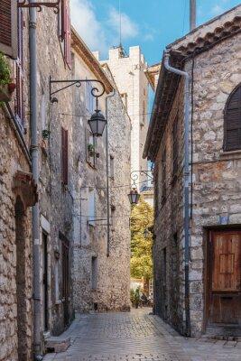 Fototapeta Úzké dlážděné ulice ve staré vesnici Vence, Francie.