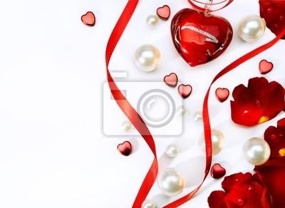 valentinky přání s červenou růží lístky a šperky haer