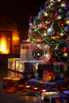 Vánoční strom a vánoční dárkové krabičky v interiéru s AF