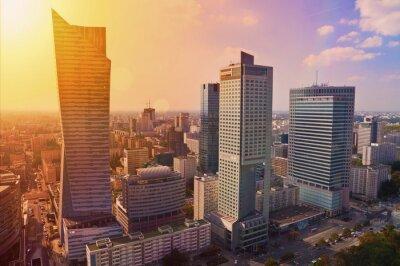 Fototapeta Varšava v centru města - Letecký pohled na moderní mrakodrapy při západu slunce