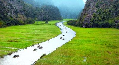 Fototapeta Vietnam cestovní krajiny. Zkroucené řeky a hory Tam Coc Ninh Binh