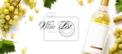 Fototapeta vinařské listy pozadí; sladké bílé hrozny a láhev vína