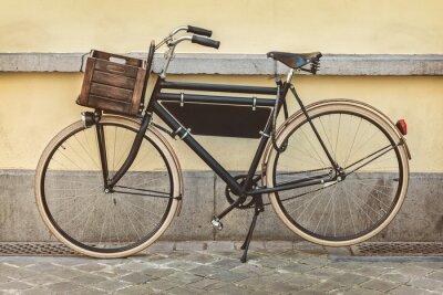 Fototapeta Vintage kolo s dřevěnou bednu