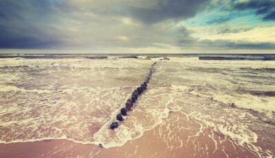 Fototapeta Vintage tónovaný bouřlivé nebe nad rozbouřeném moři.