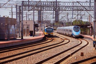 Fototapeta Vlak na platformě nádraží v Gdyni, Polsko.