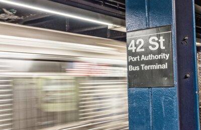 Fototapeta Vlak urychlení v New Yorku metru. 42 st