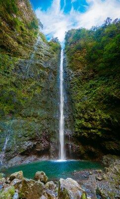 Fototapeta vodopád na konci Levada Caldeirao Verde