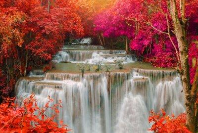 Fototapeta Vodopád v hlubokém lese déšť džungle (Huay Mae Kamin vodopád i