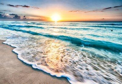 Fototapeta Východ slunce nad pláží v Cancúnu