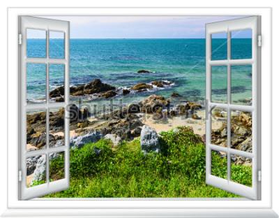 Fototapeta výhled na moře z okna na ostrově slunečného letního dne
