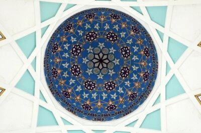 Fototapeta Vzor uvnitř hlavní dómy Sarawakské mešity. Největší mešita pro muslimy ve státě Sarawak, východní Malajsie. Repetiční návrhový vzor založený na islámské geometrii.