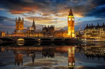 Fototapeta Westminsterský palác a věž s hodinami Big Ben u řeky Temže v Londýně ve Velké Británii, hned po západu slunce
