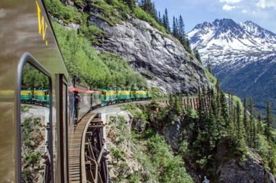 Fototapeta White Pass Yukon trasy železnice cestuje podél stěn směřující k Skagway, Aljaška