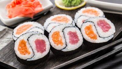 Fototapeta Yin Yang futomaki s tuňákem a lososem