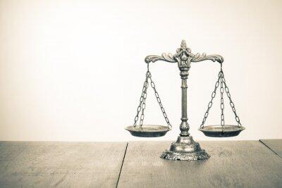 Fototapeta Zákon váhy na stůl. Symbol spravedlnosti. Sepia fotografie
