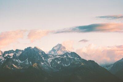 Fototapeta Západ slunce Hory vrcholy a mraky Krajina Letní Cestování divoké přírody scénický letecký pohled.