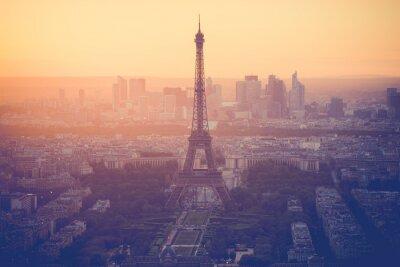Fototapeta Západ slunce na Eiffelovu věž v Paříži s vintage filtrem