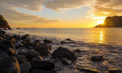 Fototapeta Západ slunce na slavném ostrově Skye ve Skotsku