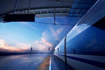 Fototapeta zastavení vlaku na nádraží se západem slunce