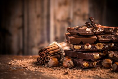 Fototapeta Zátiší z rozbité čokoládové tyčinky