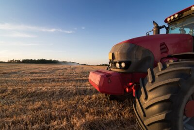 Fototapeta Zemědělství traktor na poli strniště