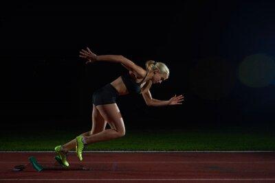 Fototapeta Žena sprinter opuštění startovní bloky